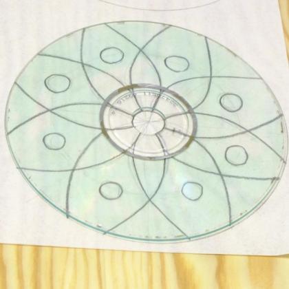nakreslení předlohy mandaly na papír