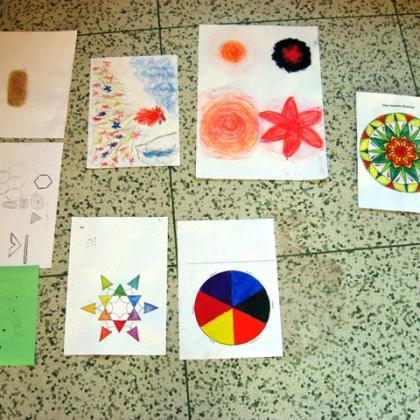 barevné hraní na papíře