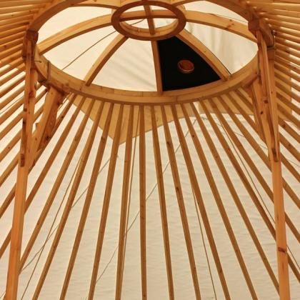 výstava v jurtě - strop