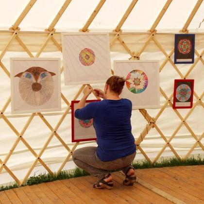 mandalová výstava v jurtě - příprava