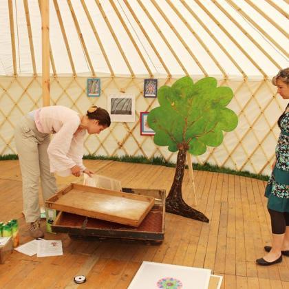 výstava v jurtě - příprava