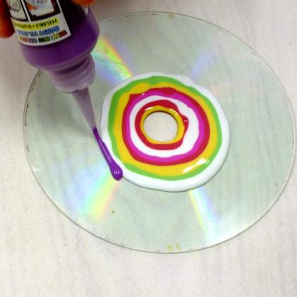 soustředné kruhy barvou na sklo