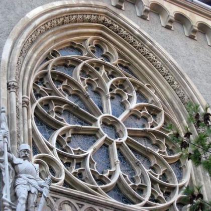 okno gotického kostela