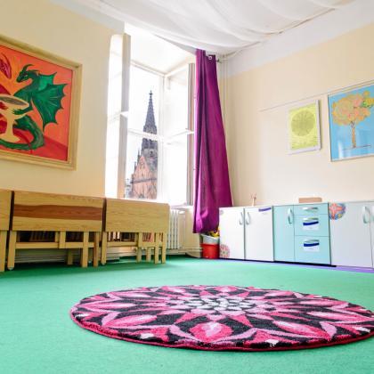 Pohled od skříně - velká místnost centra Mandala