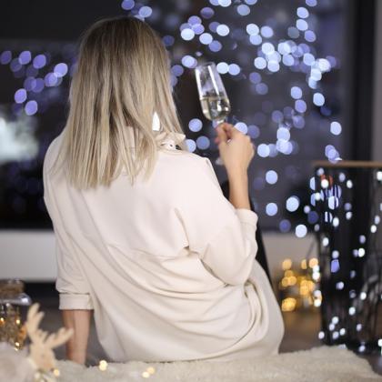 žena o Vánocích